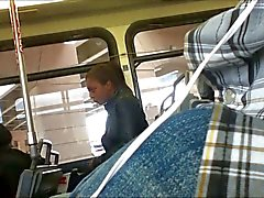 Otobüste benim şişkinliği gösteriliyor - Bulto erecto en el otobüs