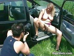Секси сука с крупным болванов дает