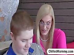 Blonde stiefmoeder Darryl Hanah onweerstaanbaar