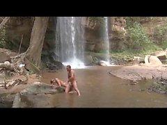 Sex am Wasserfall