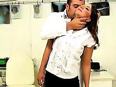 Hot brunnete infirmière obtient baisée par le patron