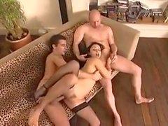 French Maid knullas av två killar