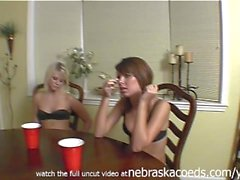 Vegas andels hemvideo av andra vänner som leker Strip Poker reala samt uncut