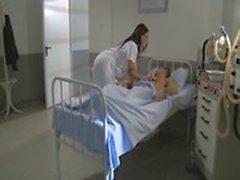 l'infirmière excitée chaude