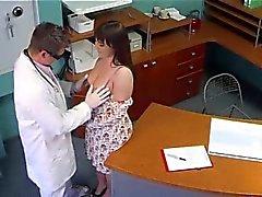 Consulter Retourner par des de faux Dr.