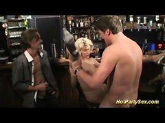 Sıcak gençler ilk bukkake party orgy