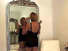 Tricher britannique dame d'âge mûr sonia arbore ses seins lourds