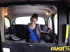 Fake Taxi ryska hårig fitta naturliga bröst