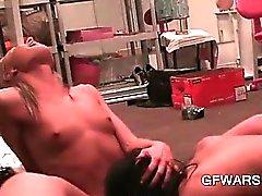 Крошечный Boobed бисексуалов блондинка пизда облизывал к сильному оргазмом