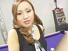 Tia Tanaka dans son uniforme Ecolière de la