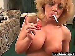 Boob un enorme de fumadores de sexo oral