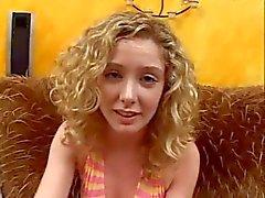 Makea blondi antaa BJ ja niellä cum