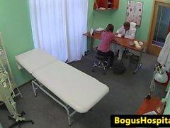 Les patients léchant infirmières juicy pussy