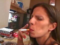 Le lamerá los culo con el tabaco