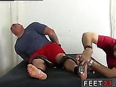 Gay twinkar först fot fetisch första han förvandlats till a SNI