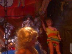 Lesbiennes Blonde poupées Lexi Lamour et Sammie Rhodes