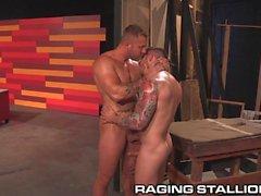 RagingStallion Zwei Jocks, die mit Fleisch Rusting sind