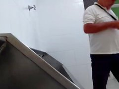 Fångade - de vill spela (Urinal Brasilien)
