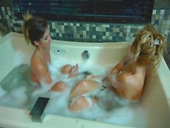 Shaye and Kitty Take a Bath & Play Together