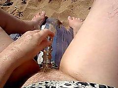 Onanerar tillsammans på stranden Del 2