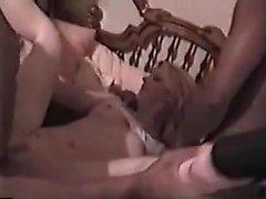 Helle MILF genießt schwarze Schwänze ein fuck zu erhalten, die seriou ist