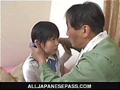 Minami Asaka Lovely Asyalı kız öğrenci ona büyük sebze ile oynuyor