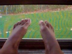 Feet! Feet! Feet!