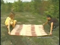 Пикник с беременной мамой в то время как отца на работе