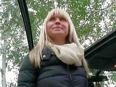 Slutty blonde amateur backseat banging