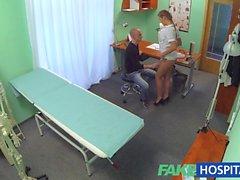 D'infirmière FakeHospital séduit ancien gouverneur du collège