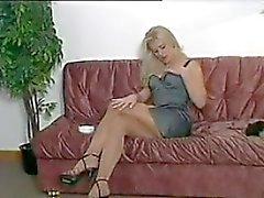 Tupakoinnin vaalean kaunottaren kuluminen Sukkahousut