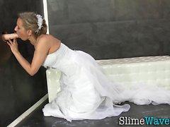 Braut reitet Glory Hole Spielzeug