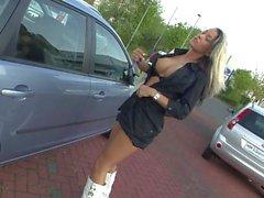 Deutsche blondine geil am AUTOHAUS mit Outdoor Fick und NS