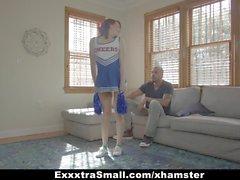ExxxtraSmall - Tiny Cheerleader Estirada y Follada