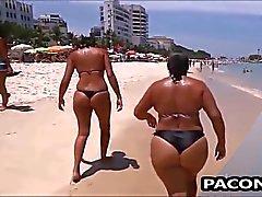 Sensual mamãe na praia