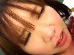 Японский подросток в школьной форме