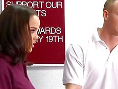 El entrenador Mr.Cummings folla a su estudiante Dillion Harper