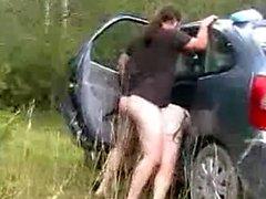 levrette contre la voiture