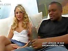 Blondes Hot wird cuckolding ihr Mann durch Einblasen eines großen schwarzen Schwanz