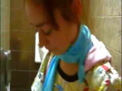 Piccolina Natasha adolescente nudo toilette