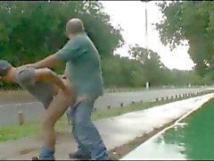 папа а парня трахал открытый у дороги