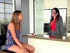 De Dava apprend hot teen la baise comme un professionnel