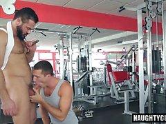 Big Dick Homosexuell Oralsex mit abspritzen