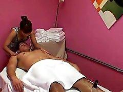 Hot hot realmente gosta de misturar sexo e massagem suja