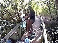 mujer cornudo de aficionados la mierda de BBC en el bosque