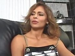 AMWF Latina Monique Fuentes interracial avec un homme asiatique