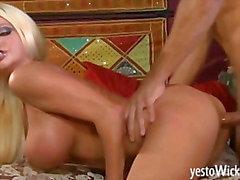 Inmensa estrella porno rubia de rota Nikita de Von de James jodido e facialized