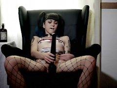 Etudiante goth se donne un gros Orgasme - Anna Furiosa