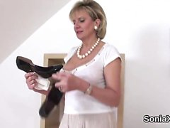 Adulterous uk mature lady sonia pops out her oversized boobi