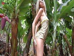 Di Chanel Having Fun On The Banana Farm